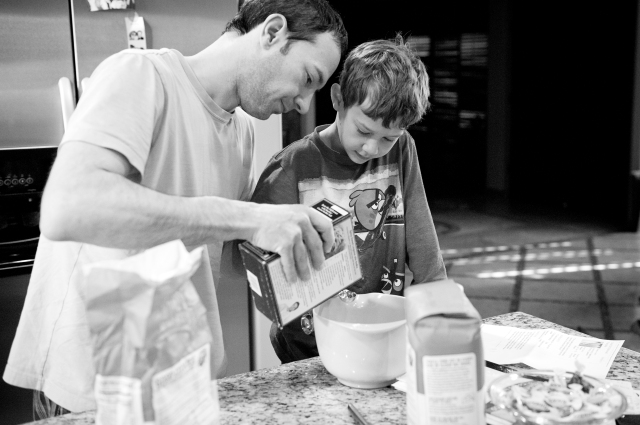 father and son making pancakes, scottsdale arizona family photography, capturing memories 04