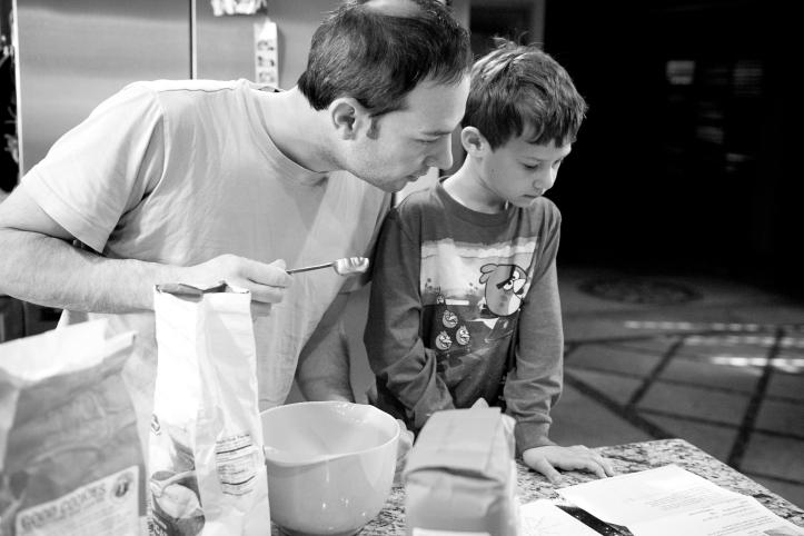 scottsdale family photography, storytelling session, making pancakes 02