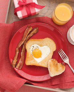 heart shaped eggs in toast 2